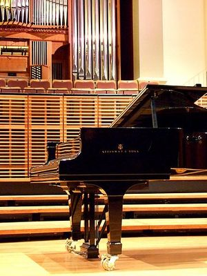 360px-Steinway_&_Sons_piano_on_stage
